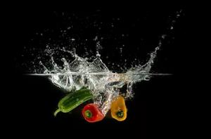 Voće i povrće potopljeno i oprano u ozoniziranoj vodi